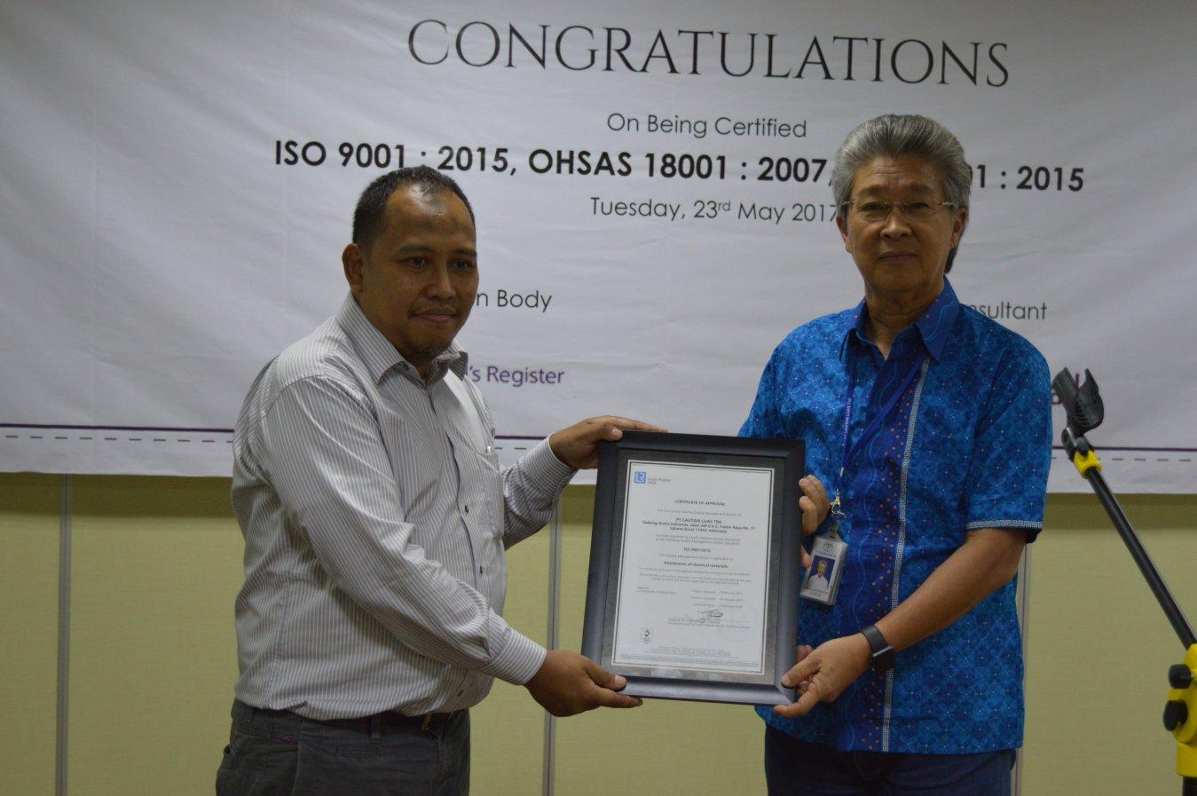Penyerahan sertifikasi ISO PT Lautan Luas TBk